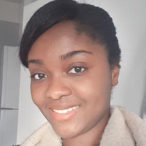 Naïda  Ugan  | Naïda  Ugan  | Professeur de droit titulaire d'un Master 2 donne aussi des cours d'anglais et de français  | Qwerteach - Le bon prof au bon moment | Qwerteach - Le bon prof au bon moment