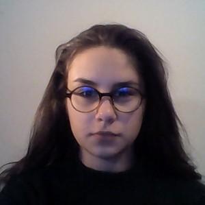 Elodie Taradel | <p>Je m&#39;appelle Elodie, et j&#39;ai 20 ans. J&#39;&eacute;tais en section litt&eacute;raire au lyc&eacute;e notamment parce que j&#39;&eacute;tais int&eacute;ress&eacute;e par les langues, en effet je souhaitais devenir interpr&egrave;te,&nbsp;&nbsp;et la philosphie, gr&acirc;ce &agrave; laquelle j&#39;ai d&eacute;velopp&eacute;&nbsp;de grandes capacit&eacute;s de r&eacute;flexion et que j&#39;&eacute;tudie&nbsp;toujours pour mon plaisir. J&#39;&eacute;tais &eacute;galement&nbsp;en section ABIBAC, ce qui m&#39;a permis&nbsp;d&#39;obtenir simultan&eacute;ment le&nbsp;baccalaur&eacute;at fran&ccedil;ais et allemand. A la fin du lyc&eacute;e j&#39;ai int&eacute;gr&eacute; Sciences Po Paris et j&#39;ai &eacute;t&eacute; m&#39;install&eacute;e pendant deux ans sur le campus franco-allemand de Nancy afin de pouvoir faire des &eacute;tudes multidisciplinaires. Ainsi, j&#39;ai pu &eacute;tudier diff&eacute;rentes mati&egrave;res comme l&#39;histoire, l&#39;&eacute;conomie, la sociologie et m&ecirc;me le droit et cela&nbsp;dans un cursus trilinguiste, soit fran&ccedil;ais, allemand, et anglais. Je passe&nbsp;actuellement ma troisi&egrave;me ann&eacute;e d&#39;universit&eacute; &agrave; Bonn, en Allemagne en tant qu&#39;&eacute;tudiante Erasmus. J&#39;&eacute;tudie le droit, je parfaire mon allemand et d&eacute;couvre les joies de la vie &agrave; l&#39;&eacute;tranger.&nbsp;</p>  <p>Je souhaite enseigner le fran&ccedil;ais et la philosophie.&nbsp;</p>  <p>Tout d&#39;abord, j&#39;aimerais enseigner le fran&ccedil;ais aux &eacute;trangers car c&#39;est une langue passionnante bien que complexe. Je suis consciente de la difficult&eacute; d&#39;apprentissage du fran&ccedil;ais par les &eacute;trangers, ayant moi-m&ecirc;me les m&ecirc;mes probl&egrave;mes avec l&#39;allemand. De plus, j&#39;ai eu l&#39;opportunit&eacute; de participer &agrave; un programme d&#39;&eacute;change franco-allemand, et donc j&#39;ai eu le devoir d&#39;apprendrelle fran&ccedil;ais &