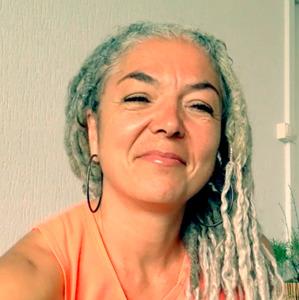 Dorée Laszlo | Dorée Laszlo | Communication | Qwerteach - Le bon prof au bon moment | Qwerteach - Le bon prof au bon moment